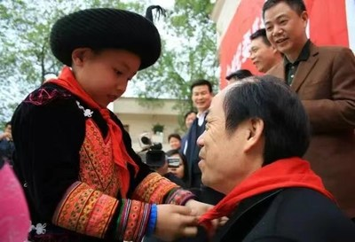 Mr. Yang inspecting the poverty alleviation project in Mabian Yi Autonomous County, Sichuan province